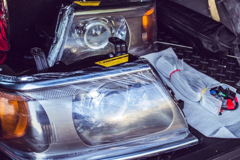 Бисветодиодные фары Mitsubishi Pajero Sport 00-