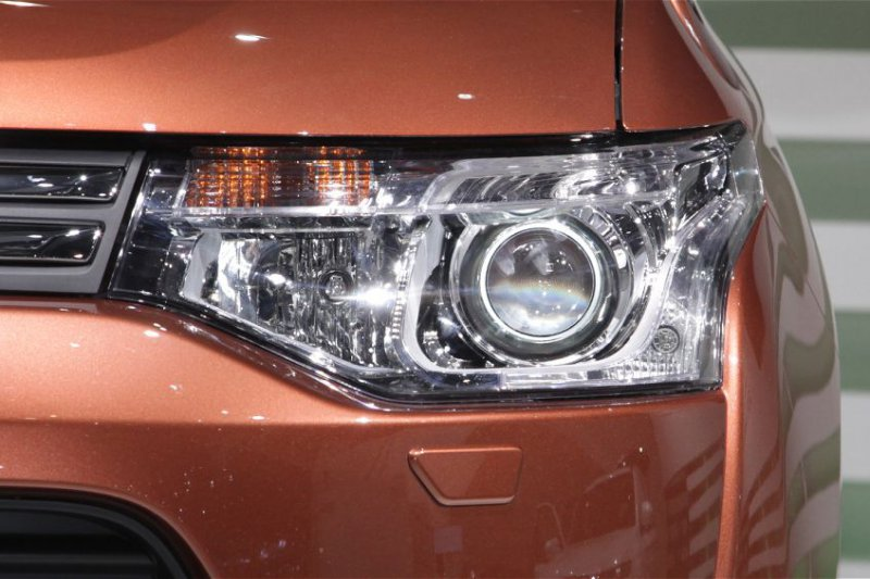 Бисветодиодные фары Mitsubishi Outlander 12-